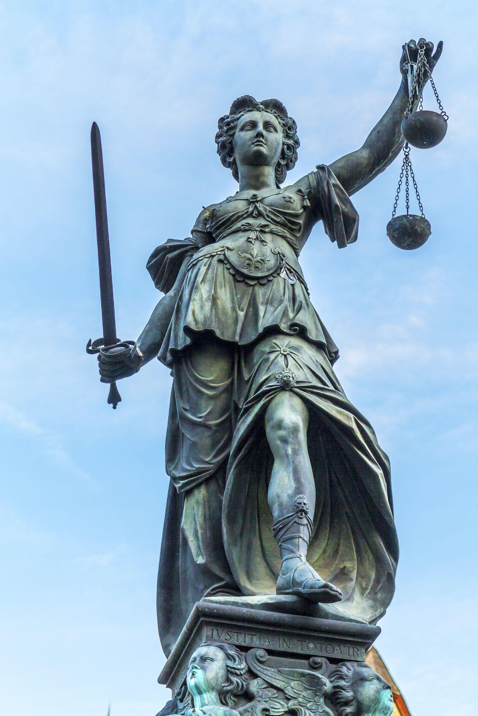 Bestuurder beherend vennoot verleende rechtsbijstand aan cv